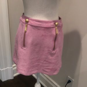 Pink skirt sueded details